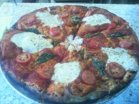 Trenton, TN: Margherita Pizza