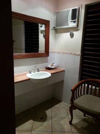 Hibiscus Resort & Spa: Bathroom App 26