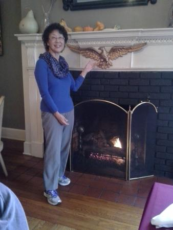 Bedford, Pensilvania: Lovely fireplace in the breakfast room.