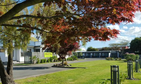 Amici Motel: 2 Acres of Spacious Ground to enjoy in the heart of Hastings