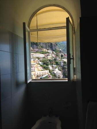 Casa Cosenza: Washroom view