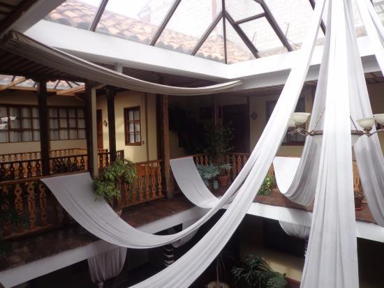 Hotel Boutique Carvallo: patio al que dan las habitaciones