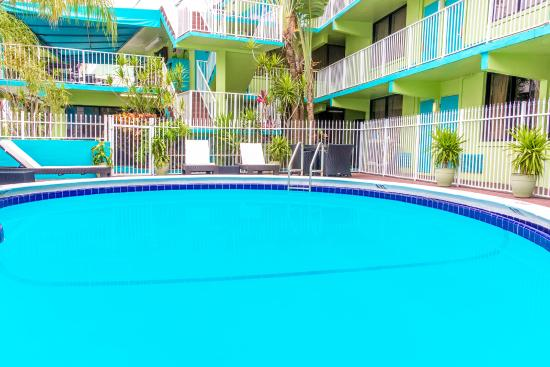 Travelodge Fort Lauderdale Beach: POOL AREA