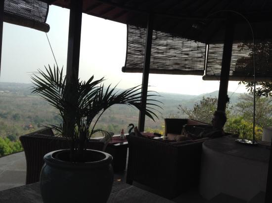 Canang Sari Villas : Villa Jepun - Seating area with panoramic views outside the bedroom