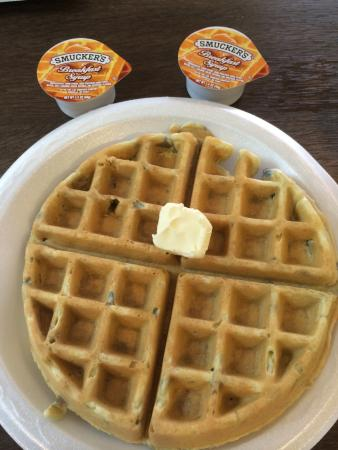 Comfort Suites at Tucson Mall: Yummy make-your-own waffles