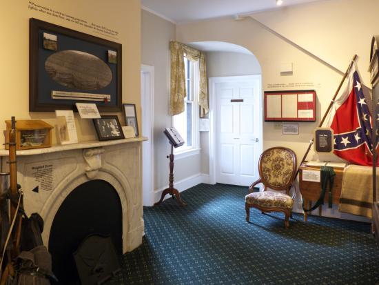 Rupp House : Main Room looking towards back