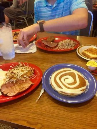 Pancake House : Cinnamon roll pancake!