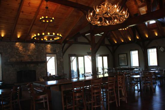 Lovettsville, Вирджиния: Interior of the tasting room