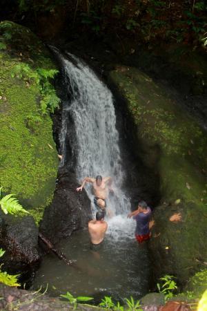 Drake Bay, คอสตาริกา: Contamos con esta hermosa catarata spa, donde puedes realizarte una mascarilla de arcilla natura
