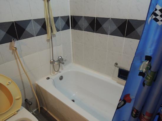A A Pattaya Hotel: バスルーム