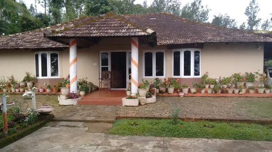 Kings Cottage Home Stay: Home stay owner home photo 1