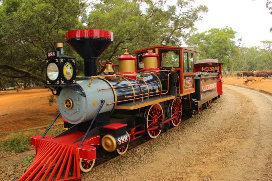 Leo Foo Village Theme Park: 蒸氣小火車帶你進入非洲草原