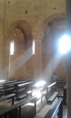 Abbazia di Sant'Antimo: Interno dell'Abbazia di S. Antimo