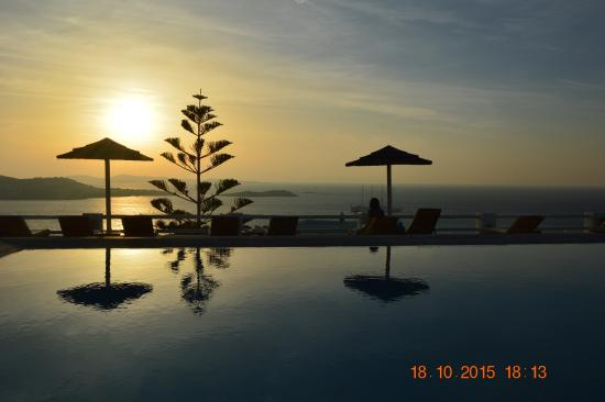 Alkyon Hotel: Sunset from Pool
