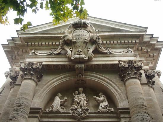 Avignon picture of chateau d 39 avignon saintes maries de for Ch d avignon