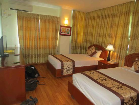 Millennium Hotel: Room
