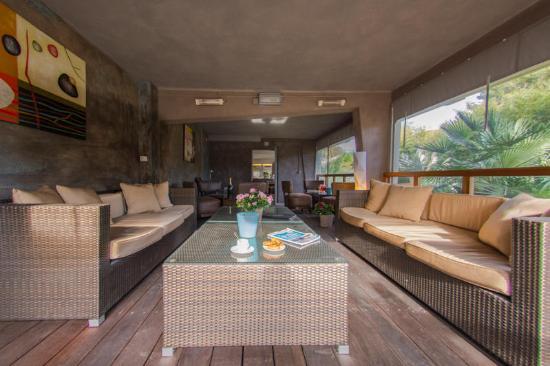 Hotel Plage St Jean : terrasse couverte