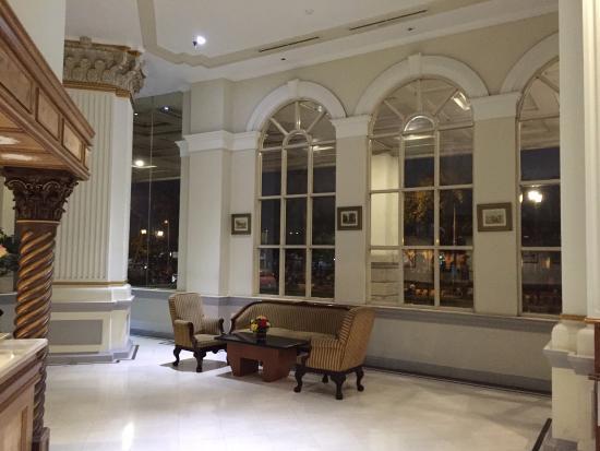 دو ريفير هوتل: Lobby Hotel