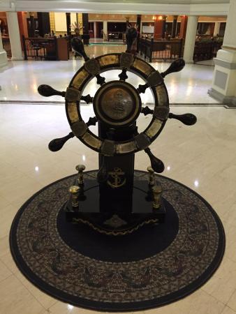 de Rivier Hotel: Alat pengemudi kapal di dalam hotel
