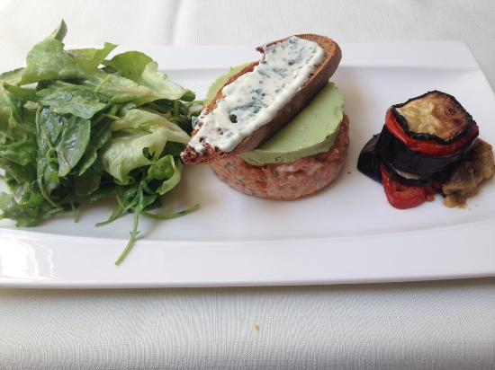 Restaurant du Golf du Château de la Couharde: Tartare de Saumon et sa tartine