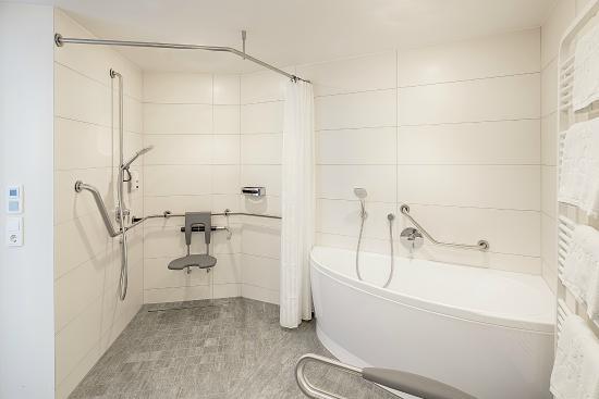 Bathroom Junior Suite handicapped accessible
