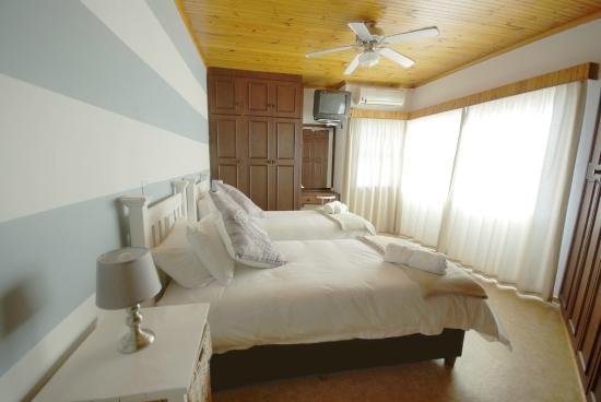 Jeffrey's Bay Beach House: Sea View Room