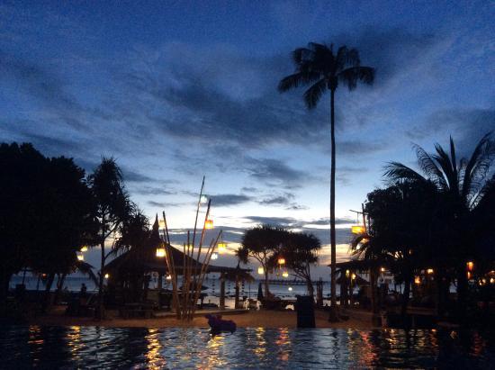 Coco Lanta Resort: sunset from swimming pool