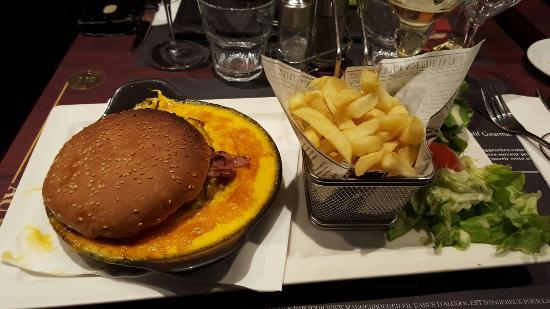 Welsh burger excellent Picture of Au Bureau Boulogne sur mer