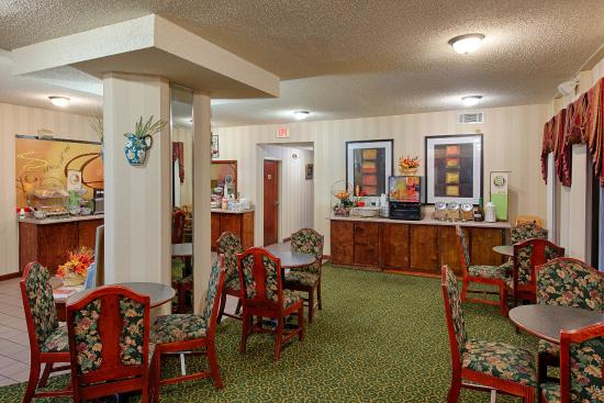 Red Roof Inn Kingsland: Breakfast Area