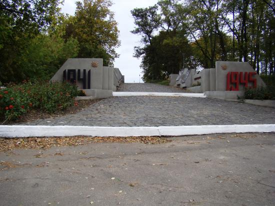 Putivl, Ukraina: пилоны входа
