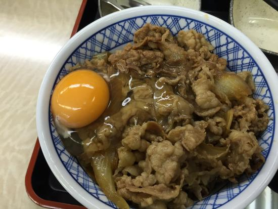 Yoshinoya: Beef bowl with raw egg