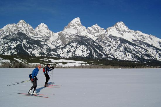 JH Nordic : Skate Skiing -crust cruising- in Grand Teton National Park, Jackson Hole (ph.S OMalley)