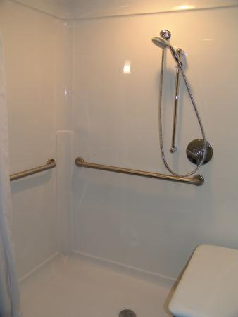 Quality Inn U0026 Suites Downtown: HANDICAP ROLL IN SHOWER
