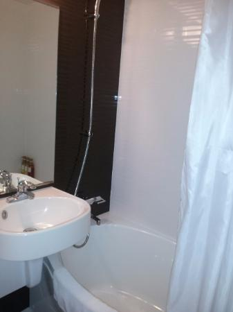 Viainn Higashi Ginza: Bathroom