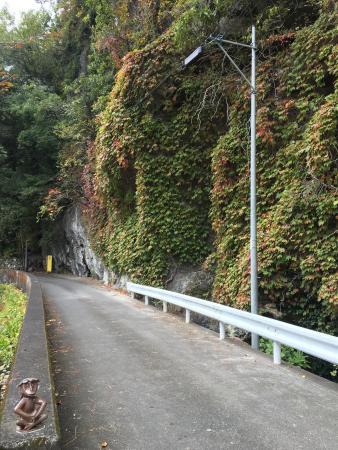Onagara Limestone Cave: 入口周辺。