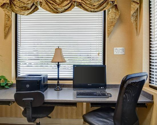 Quality Inn Tysons Corner: Business center