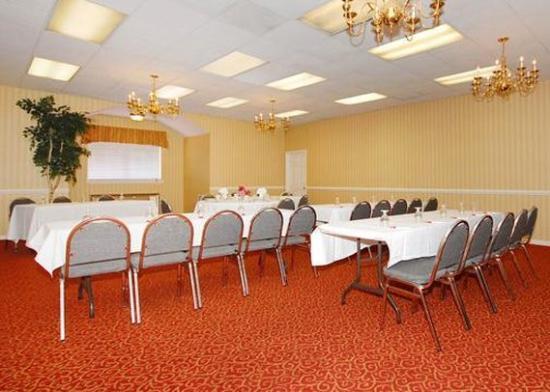Clarion Suites: Meeting Room