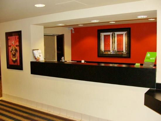 South Brunswick, นิวเจอร์ซีย์: Lobby and Guest Check-in