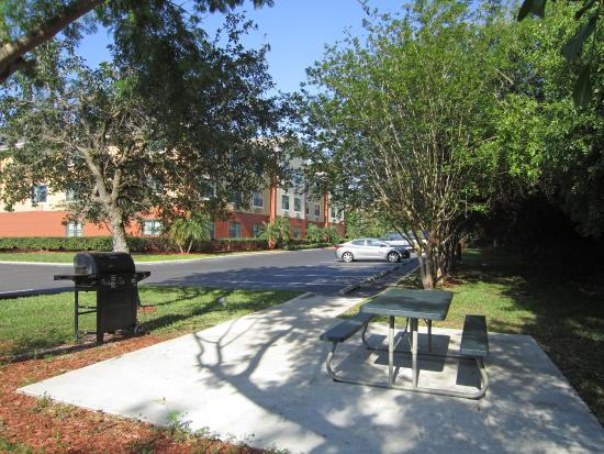 Extended Stay America - St. Petersburg - Clearwater - Executive Dr.: Picnic Area