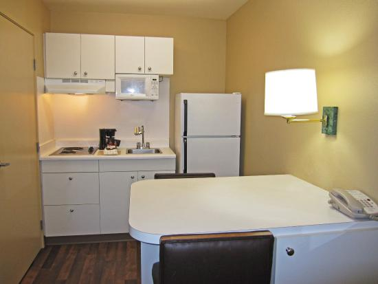 San Mateo, CA: Fully-Equipped Kitchens