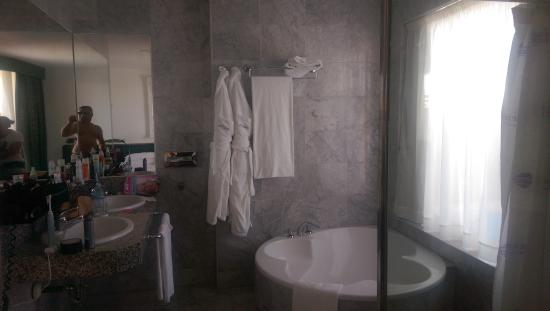douche - Picture of Cleopatra Palace Hotel, Playa de las Americas ...