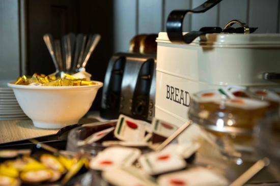 Innkeeper's Lodge, Cardiff: Complimentary Buffet Breakfast