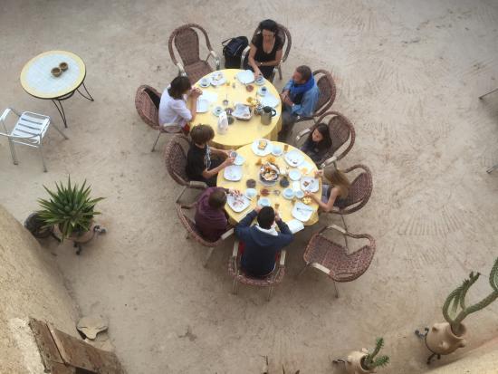 Auberge Ksar Sania: Breakfast on terrace