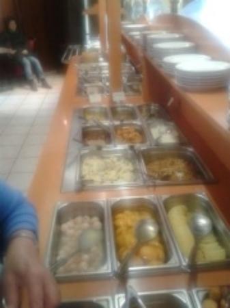 Archamps, France : le buffet cotez dessert et sans glaces....