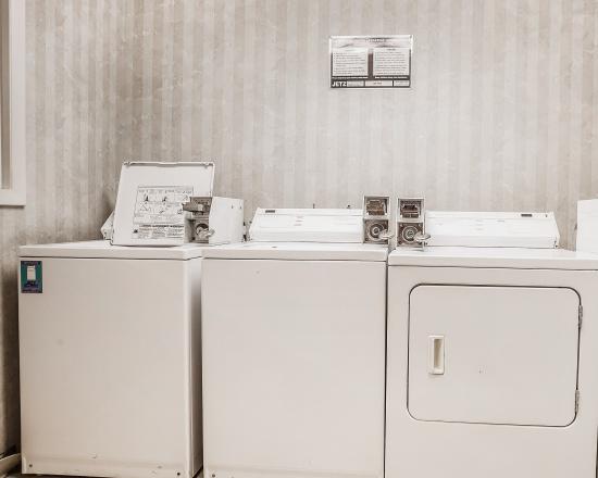 كواليتي إن آند سويتس: Laundry