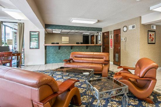 Econo Lodge Downtown: Ga Lobby