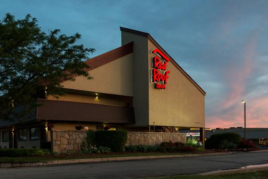 Red Roof Inn Chicago-Downers Grove: Inn Exterior