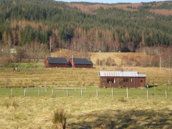 Roybridge, UK: Gun Club Cottage, with Strath and Rannoch behind