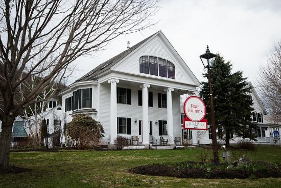 Newfane, Vermont: Four Columns