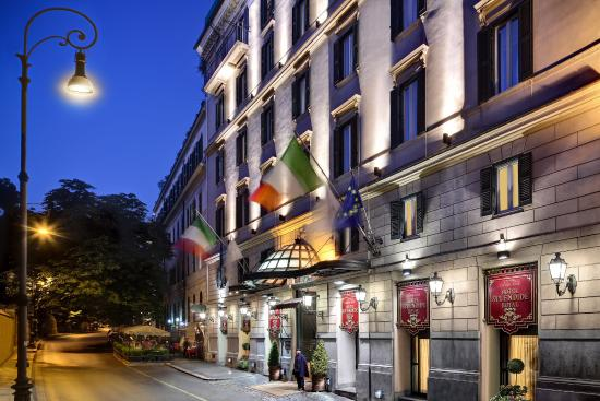 Hotel Splendide Royal: Exterior By Night